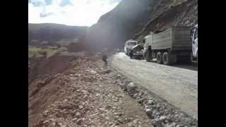 volquetas trabajando en la contribución de via en la provincia de cotopaxi Parroquia Zumbahua