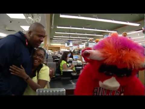Benny the Bull Gives Back in Chicago