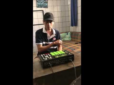 """DJ LK MPC - MC GW Socadinha """"montagem AKAI MPC 1000"""" Ao vivo"""
