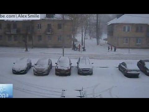 В Перми ледяная глыба упала на ребенкаиз YouTube · Длительность: 3 мин45 с