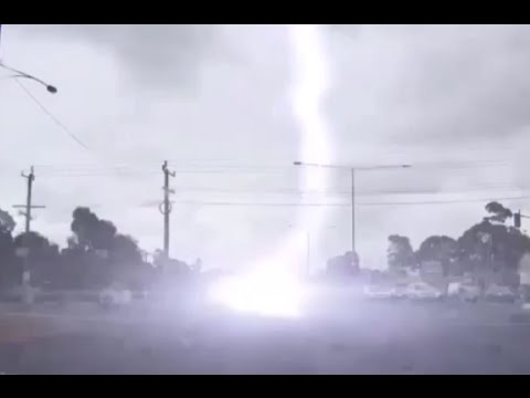 Scary moment when a lightning strikes a SUV YouTube