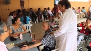 Adultos mayores reciben ayuda de Fundación Cruzada Nueva Humanidad