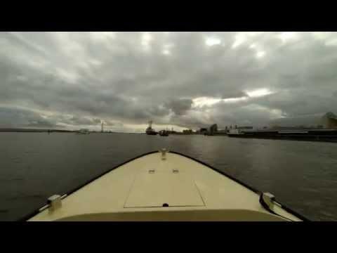 Zeesleper ELBE vaart de haven uit!