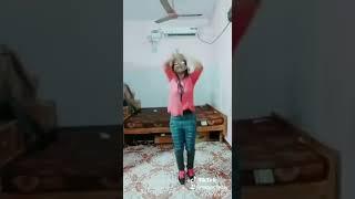 Petta Marana Mass Song Mass Dance Video by Tamil Girl   Anirudh Rajinikanth Kart HIGH