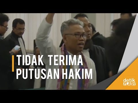 Tak Terima Keputusan Hakim, Keriuhan Saat Buni Yani Divonis 1 Tahun 6 Bulan