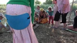 Поющие тибетские чащи  Звуковой массаж   Роман Буров психолог практик   Фестиваль НЕБО   13 08 2010
