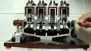 Maquette moteur 4 cylindres 4 temps en mouvement
