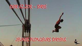 Jeunes Plongeurs sur le Pont suspendu de Deir Ez-Zor - Syrie juin 2002.