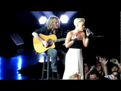 Pink Staples Center 2013 Who Knew / Perfect