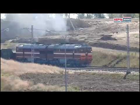 Керчанин снял на видео первый поезд на Крымском мосту