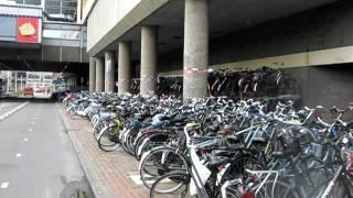 Parkiran Sepeda di Utrecht, Belanda (Bike parking in Utrecht, Netherlands)