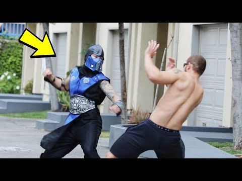 PUNCHING SCARE PRANK IN THE HOOD!