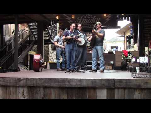Live Banjo Bluegrass Music from Gatlinburg, TN Ole Smoky Moonshine