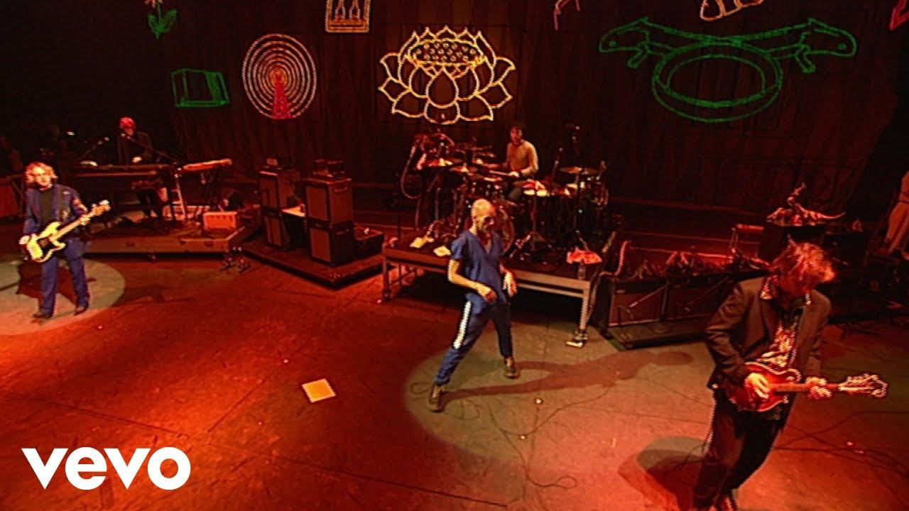 R.E.M. - Losing My Religion (Live from Glastonbury Festival, 1999)