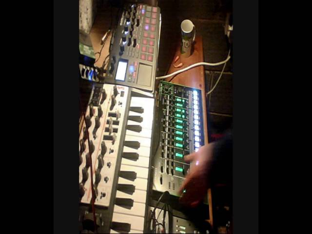 BGR - (live) Deep Techno House Jamming - Roland TR-8 Korg Sampler Arturia Microbrute