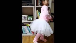 [율]예쁜아기-발레복 입고 맘대로 댄스