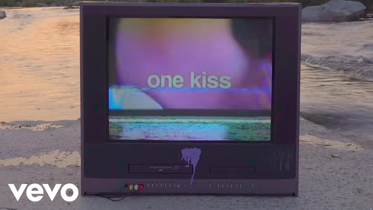 New kissing machine allows you smooch over internet