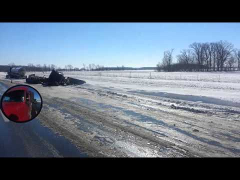 Жесть после гололеда на дороге. штат Огайо