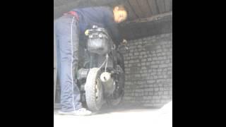 Почему из трубы скутера идёт чёрный дым(Ищите причину почему ваш транспорт не тянет вся информация на моём канале я все раскажу пишите камней к..., 2015-11-09T17:23:34.000Z)