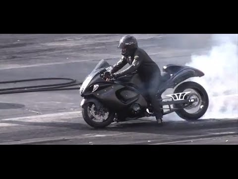 DRAG RACING: MOTORCYCLE DRAG/STREET BIKES
