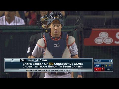 DET@LAA: McCann's errorless streak ends at 139 games