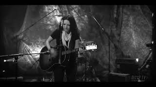 """Ashley McBryde performs """"Redemption"""" on Ditty TV"""