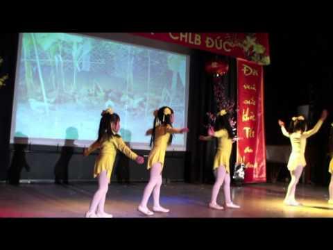 Tet Gera 2011 - Dan Ga Trong San - Cute little girls
