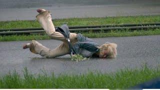Жесткие падения пьяных девушек. Ну зачем так нажираться?