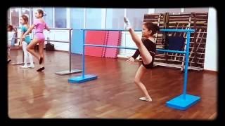 Занятие в подготовительной группе хореографии