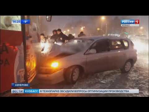 Сильный снегопад парализовал движение в Кемерове