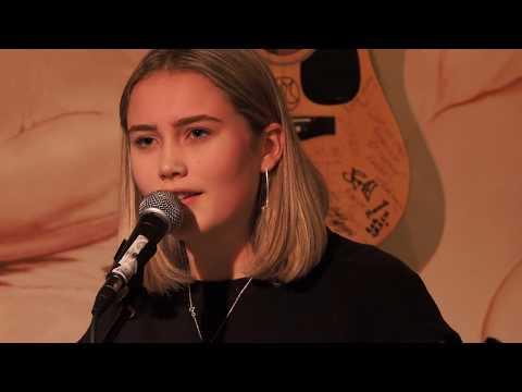 Emilia Tarrant @ Jags At 119 The Festival Sessions   4th April 2019 4K