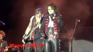 Johnny Depp hiding from Alice Cooper - Hollywood Vampires Summer 2016 Tour