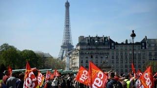 Эйфелева башня закрылась из-за протестов во Франции (новости)(http://ntdtv.ru/ Эйфелева башня закрылась из-за протестов во Франции. По всей Франции 9 апреля прокатилась волна..., 2015-04-10T08:07:10.000Z)