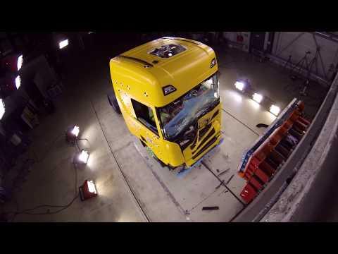 Краш-тесты грузовиков: редкое видео