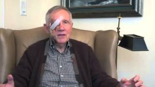 Top Democratic Senator Harry Reid returns with eye bandages and bruises after exercise injury
