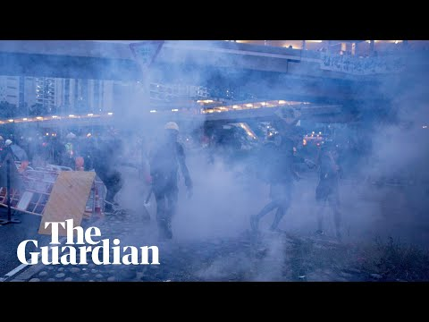hong-kong-police-clear-barricades-and-fire-teargas-protesters