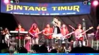 DANGDUT HOT BINTANG TIMUR, Takkan Pisah, Naza Sakila (Terminal JOYOBOYO Surabaya, 30 Juni 2010 ) Mp3