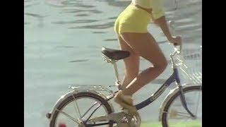 The Mixtures The Pushbike Song  from the Paul Hogan Show (HQ Audio)