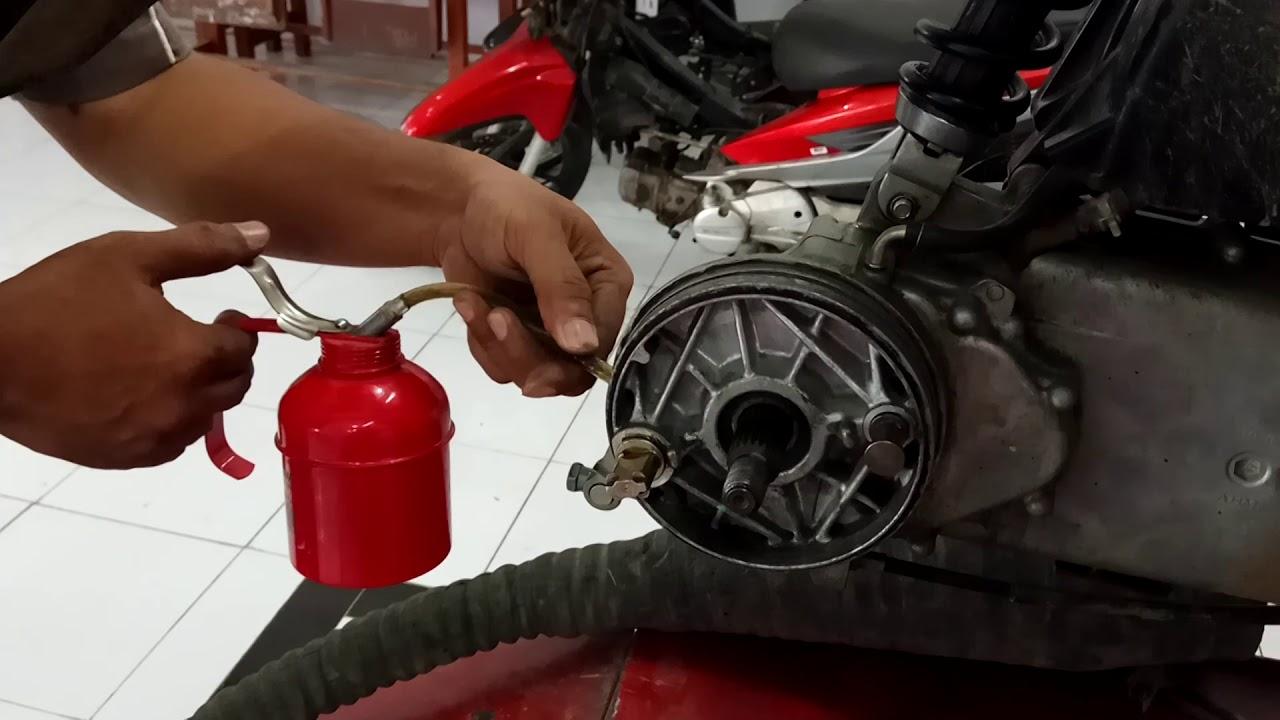 Cara Melepas dan Memasang Kampas Tromol Belakang Motor ...