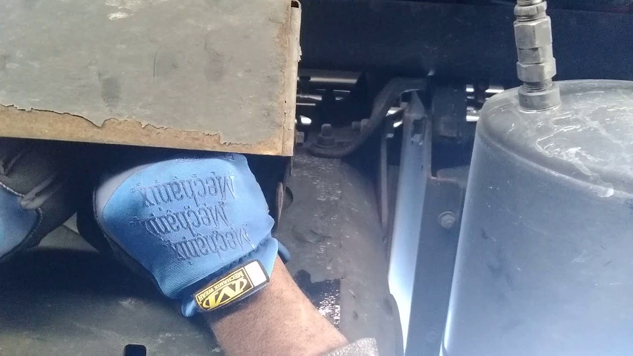 How To Replace Def Filter On A Freightliner Cascadia Youtube