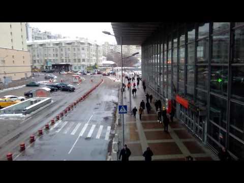 Москва станция метро курская вокзал около ТЦ атриум