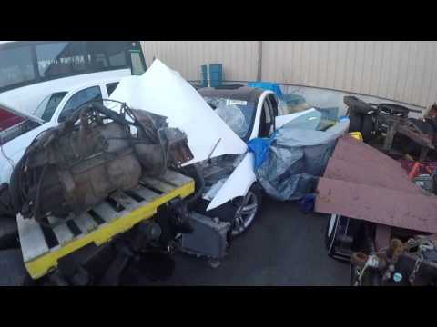 Walkaround of wrecked Tesla P85 for parts