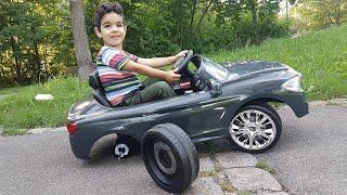 Длань водіння автомобіля - автомобіль втрачає одного з своїх коліс