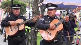Mariachi de la Policía Federal en el Parque San Jacinto en la Ciudad de México