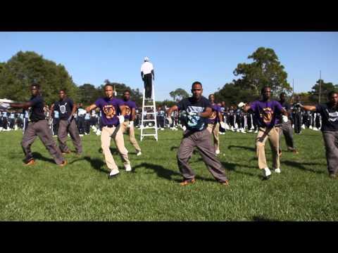 Nobody Does It Better (2014) Jackson State ft. Edna Karr HS Drum Majors