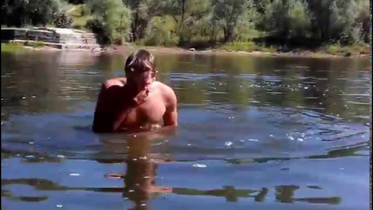 щели, парни купаются на озере видео таких