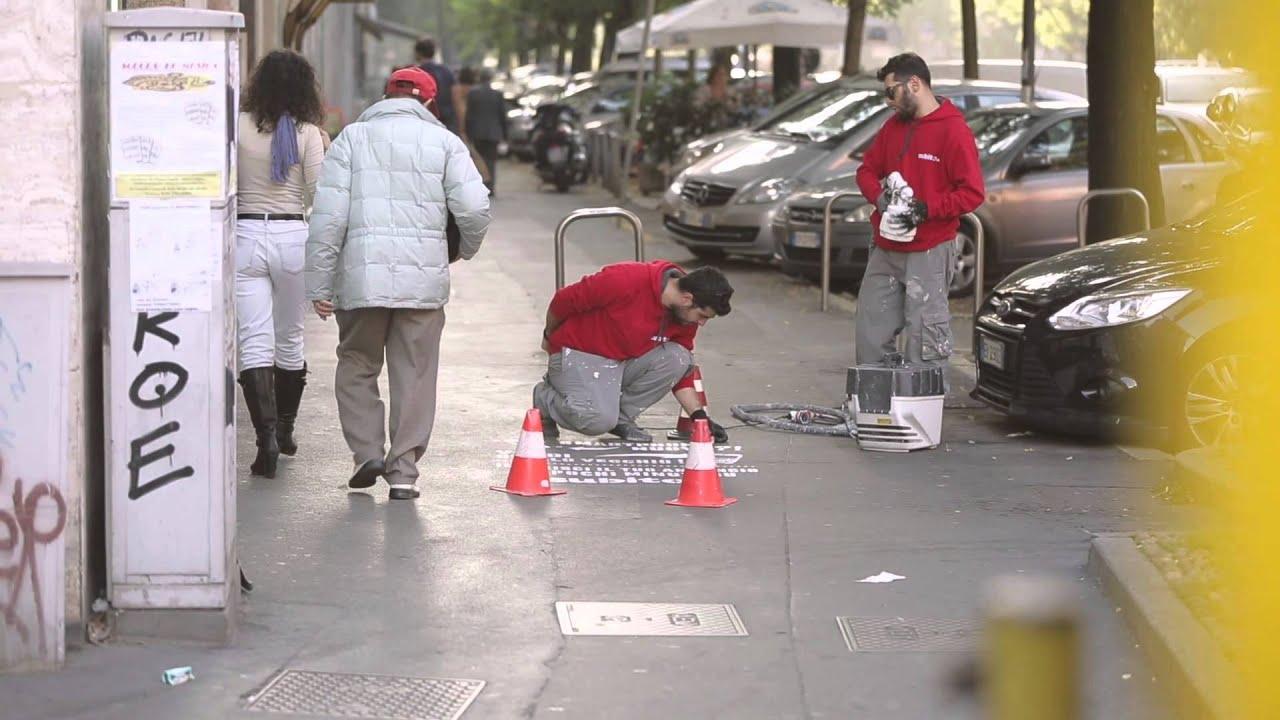 Invade i pavimenti di milano youtube for Subito milano