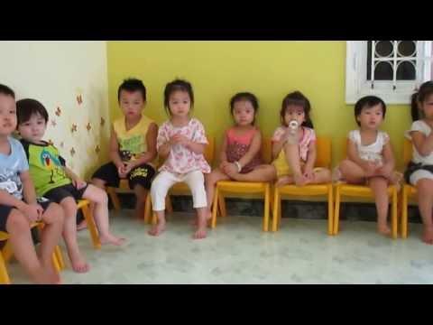 tiết học tiếng anh lớp gấu Pooh- trường mầm non Pink House, Hoàng Cầu, Đống Đa, Hà Nội