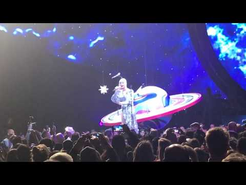 Katy Perry - Family's Birthday Surprise (Witness The Tour 2017 Chicago - Oct 25 - Birthday Night) Mp3