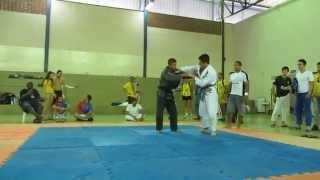 Faixa azul Amassando x Faixa Preta Jiu-Jitsu **   Blue Belt destroying X Black Belt thumbnail
